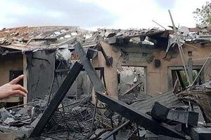 Tên lửa từ Dải Gaza bắn trúng nhà dân ở thủ đô Tel Aviv của Israel