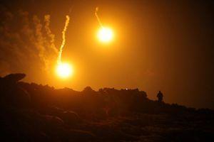 SDF ồ ạt dội hỏa lực xóa sổ thành trì cuối của khủng bố IS ở Syria