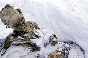 Băng tan nhanh ở Everest lộ những bí mật kinh hoàng