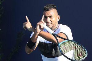 'Dân chơi' Nick Kyrgios: Chửi trọng tài, đập vợt, cự cãi CĐV và giao bóng dưới vai