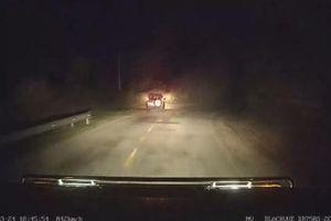 Kinh hoàng ô tô lao xuống vực sâu trong đêm tối ở Bình Thuận