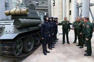 Nga thi tuyển kíp lái xe tăng T-34, 13 người chọn một