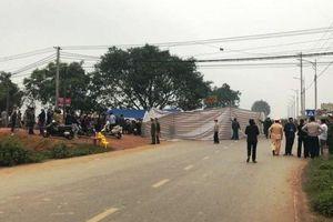 Xe khách đâm vào đoàn đi đám tang, bảy người tử vong