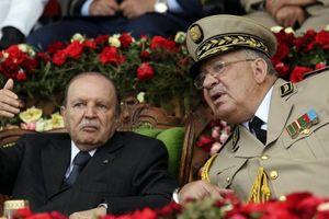 Quân đội Algeria thay đổi thái độ, ép tổng thống 82 tuổi từ chức