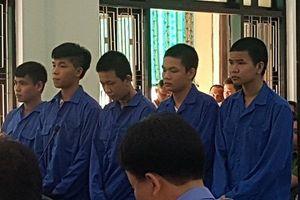 Tuyên phạt 5 thanh niên hơn 70 năm tù vì giết người sau cái 'nhìn đểu'