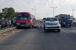 Tai nạn liên hoàn giữa xe máy và ô tô, 2 cha con thương vong