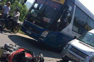Đà Nẵng: Va chạm với ô tô 16 chỗ, 2 người đi xe máy nguy kịch