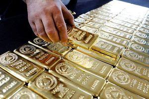 Giá vàng miếng rời đỉnh, USD tự do nhích lên