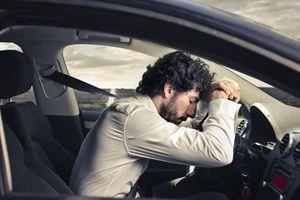 Những nguy hiểm khi ngủ trong xe hơi