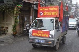 Quận Hoàn Kiếm tăng cường công tác vệ sinh môi trường chủ động phòng chống bệnh sốt xuất huyết