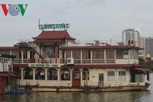 Du thuyền, nhà hàng nổi trên Hồ Tây vẫn nằm im chờ chỉ đạo