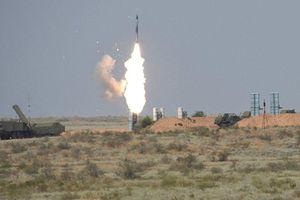 Phòng không Syria 'khạc lửa' thiêu rụi hàng loạt tên lửa của kẻ thù
