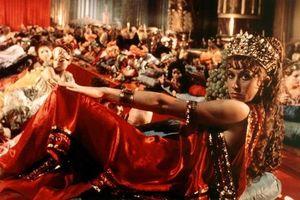 Hoàng đế mở nhà thổ hạng sang, đánh thuế ân ái của gái mại dâm