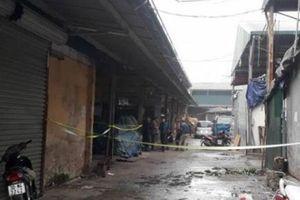 Bắt đối tượng nghi nổ súng, cướp tiền của tiểu thương ở chợ Long Biên
