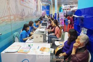 Người dân Hà Nội chen chân mua tour tại Hội chợ Du lịch Quốc tế