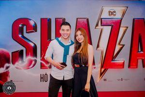 HH Phan Hoàng Thu tay trong tay tới rạp xem phim Shazam cùng siêu mẫu Mạnh Khang