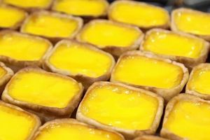 Cửa hàng bánh trứng hình thỏi vàng nổi danh 8 thập kỷ ở Singapore