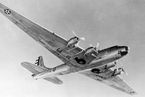 Kỳ lạ máy bay ném bom Mỹ có cả nhà bếp, phòng ăn