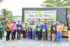 Dự án 'Biên cương xanh' tặng sữa hộp cho đồng bào nghèo biên giới Tây Ninh
