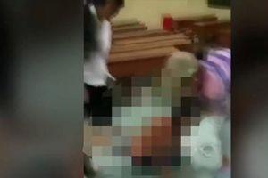 Dân mạng phẫn nộ vụ nữ sinh bị lột quần áo, hành hung ngay tại trường