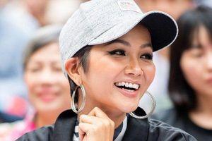 Hoa hậu H'Hen Niê đồng hành cùng hàng nghìn sinh viên hưởng ứng Giờ trái đất 2019