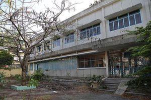 Cảnh xuống cấp bên trong trường học 40 năm tuổi bị bỏ hoang