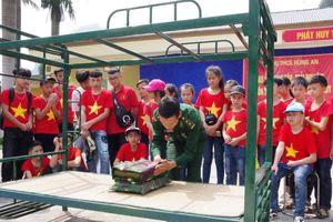 Học sinh trải nghiệm thực tế tại Đồn Biên phòng cửa khẩu quốc tế Thanh Thủy