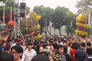 Người Hà Nội nô nức check in tại 'Lễ hội hoa anh đào Nhật Bản - Hà Nội 2019'