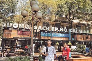Cư dân mạng thích thú trước sự 'thiếu sức sống' của chàng trai trong bộ ảnh đi hết Sài Gòn