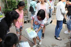 Chương trình 'đổi giấy lấy cây' thu hút cả nghìn bạn trẻ tham dự