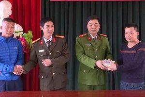 Hưng Yên: Nhặt được túi tiền 150 triệu đồng, 2 cậu cháu đem nộp cho công an