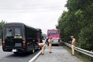 Xe limousine đâm xe khách trên cao tốc Cầu Giẽ - Ninh Bình