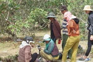 Dân nườm nượp tìm tiền, vàng sau vụ bắt sòng bạc 'khủng' ở Gia Lai
