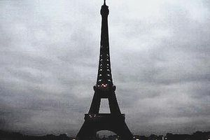 Tháp Eiffel hưởng ứng giờ Trái đất