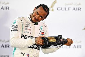 Ferrari gặp sự cố, Lewis Hamilton thắng dễ Bahrain Grand Prix