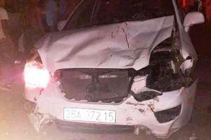 Ô tô mất lái, 4 người thương vong