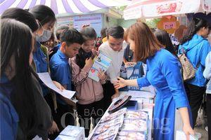 Hơn 2.000 học sinh tham gia Ngày hội tư vấn tuyển sinh học nghề tại Huế