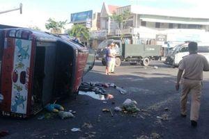 Xe cứu thương vượt đèn đỏ gây tai nạn liên hoàn, 3 người bị thương