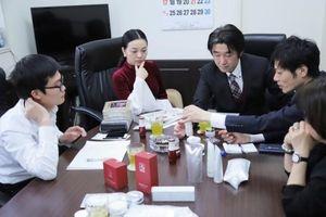 Á hậu Thái Ngân tham quan nhà máy mỹ phẩm tại Nhật Bản