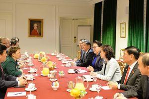 Chủ tịch Quốc hội tiếp Tập đoàn Hàng không vũ trụ và quốc phòng Pháp