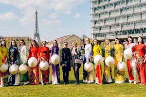 Áo dài Việt tung bay trên quảng trường UNESCO của Pháp