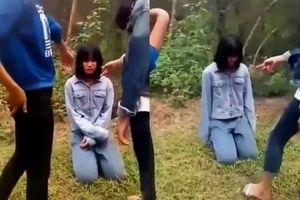 Kỷ luật đuổi học 1 tuần đối với nhóm nữ sinh bắt bạn quỳ rồi tát liên tiếp vào mặt
