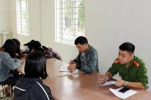 Vụ nữ sinh lớp 7 Nghệ An bị tát: Đuổi học 1 tuần đối với 4 học sinh