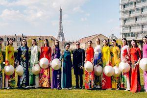 Áo dài Việt khoe sắc tại trụ sở UNESCO