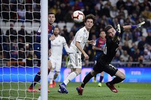 Cho con trai ruột bắt chính ở Real Madrid, HLV Zidane nói gì?