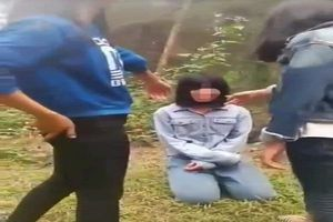 Nhóm nữ sinh bắt bạn quỳ để đánh bị đuổi học một tuần