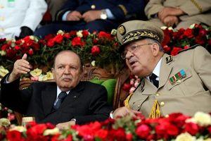 Trước sức ép người dân và quân đội, Tổng thống Algeria từ chức sớm