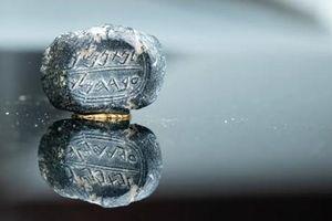 Israel phát hiện bộ dấu bằng đá 2.600 năm tuổi khắc tên Kinh thánh