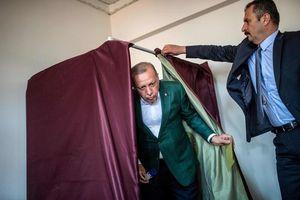 Tổng thống Thổ Nhĩ Kỳ Erdogan đối mặt với thách thức chính trị lớn chưa từng có?