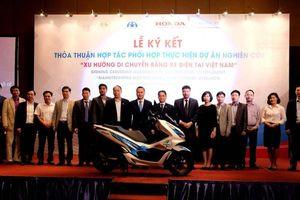 Honda nghiên cứu khả năng sử dụng xe máy điện tại Việt Nam